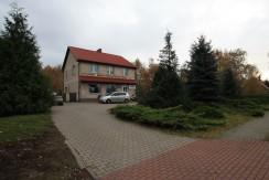 Dom ze sklepem przy drodze wojewódzkiej