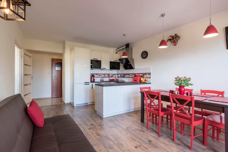 Apartament trzypokojowy położony bezpośrednio przy Parku Zdrojowym.